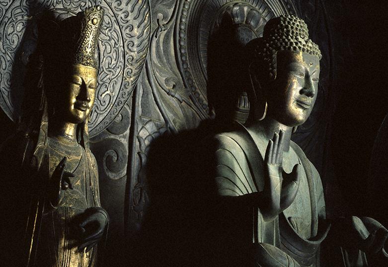 飛鳥 寺 釈迦 如来 像